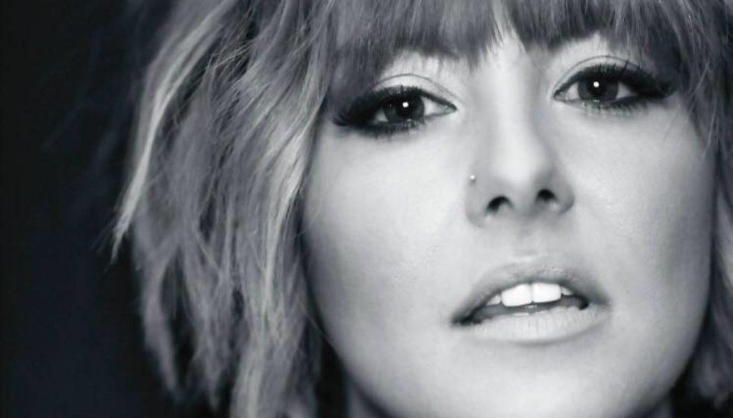 pop country artist Lauren Riley talks with Amber in Nashville- emerging music Nashville